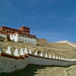 Lithang Kloster von außen mit Stupas